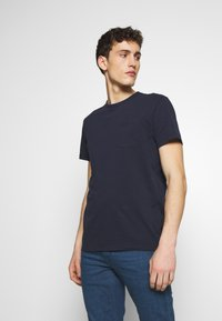 CLOSED - Basic T-shirt - dark night - 0