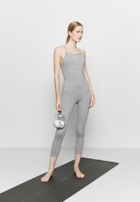 Free People - SIDE TO SIDE PERFORMANCE - Combinaison d'échauffement - grey combo - 1