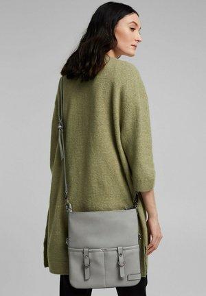 LIZ - Across body bag - light grey
