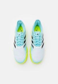 adidas Performance - SOLECOURT PRIMEBLUE - Tennisschoenen voor alle ondergronden - footwear white/core black/solar yellow - 3
