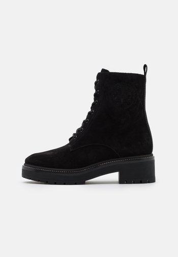 MILLER LUG SOLE BOOTIE - Kotníkové boty na platformě - perfect black