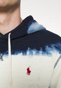 Polo Ralph Lauren - INDIGO COTTON-BLEND HOODIE - Sweatshirt - dark indigo cloud wash - 6