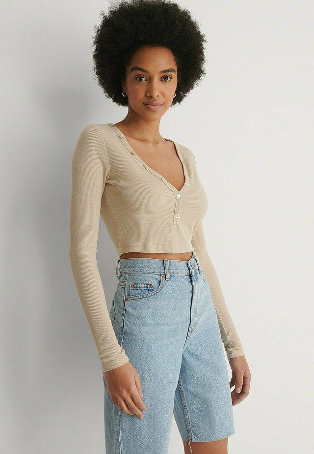 MIT KNOPF-DETAIL - Long sleeved top - beige