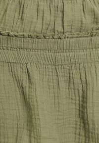 American Eagle - SMOCKED WAISTBAND HALTER - Camicetta - olive - 2