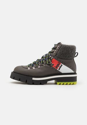 CHUNKY BOOT - Lace-up ankle boots - carbon ash