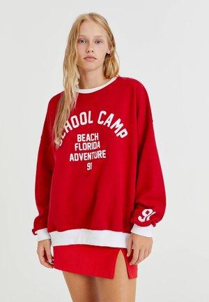 MIT STICKEREI SCHOOL CAMP - Sweater - red