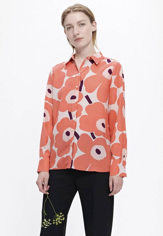 UNIKKO - Overhemdblouse - coral/peach/off-white