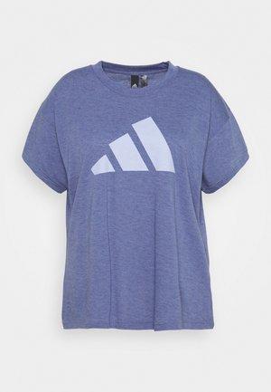 WIN 2.0 SPORTS PRIMEGREEN T-SHIRT LOOSE - Print T-shirt - orbit violet melange