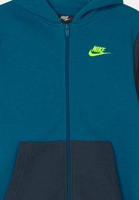 Nike Sportswear - CORE SET - Chándal - green abyss/deep ocean/volt - 3