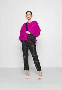 Nike Sportswear - CREW TREND - Sweatshirt - pink - 1