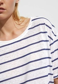 OYSHO - Print T-shirt - dark blue - 3