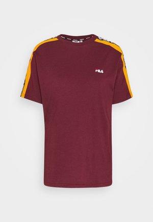 TANDY TEE - Print T-shirt - tawny port/orange popsicle