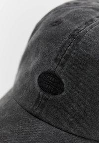 PULL&BEAR - BASIC - Cap - black - 3