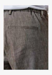Zuitable - LEICHTE  - Trousers - braun - 3