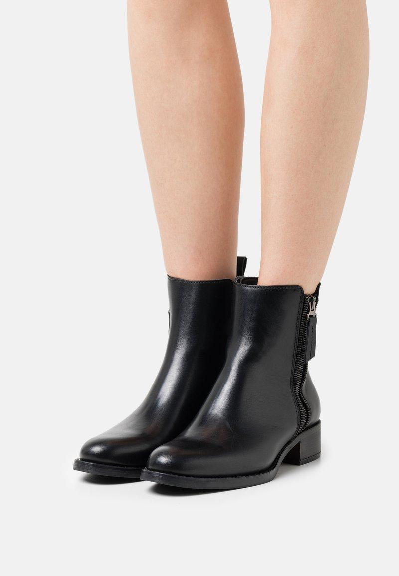Alpe - ALAIN - Korte laarzen - black