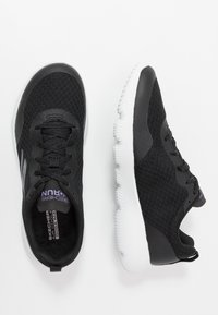 Skechers Performance - GO RUN FOCUS INSTANTLY - Sportieve wandelschoenen - black/purple - 1