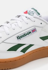 Reebok Classic - CLUB C REVENGE - Baskets basses - white/utility green - 5