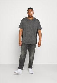 Johnny Bigg - ACTIVE INSERT TEE - T-shirt imprimé - charcoal - 1