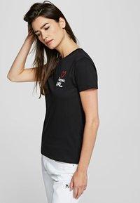 KARL LAGERFELD - FOREVER KARL - Print T-shirt - black - 3