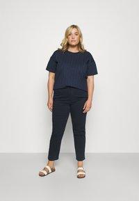 Lauren Ralph Lauren Woman - GABBY PANT - Jeans a sigaretta - navy - 1