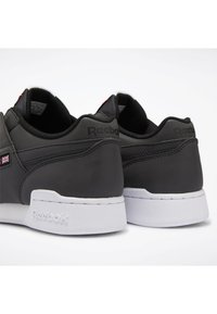 Reebok Classic - WORKOUT PLUS SHOES - Trainers - black - 7