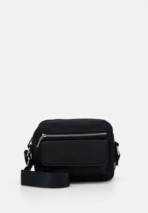 HALLI - Across body bag - jet black