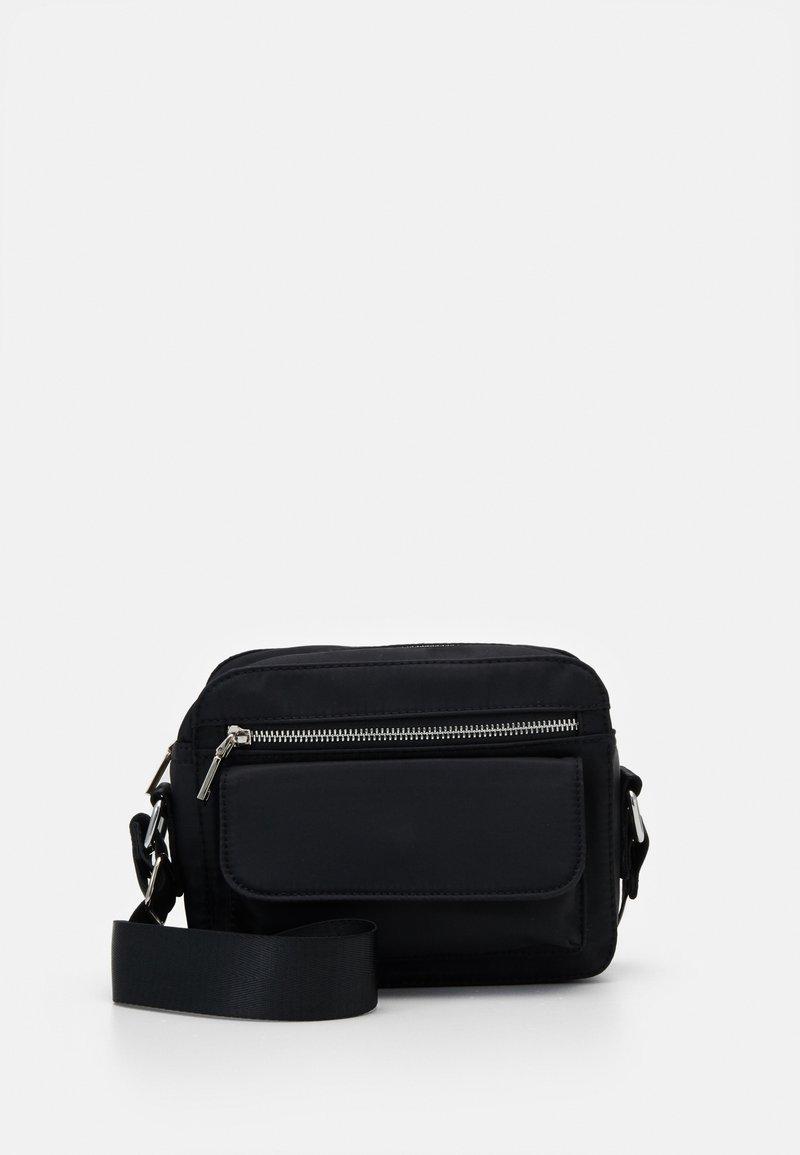 HVISK - HALLI - Across body bag - jet black