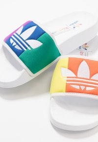 adidas Originals - ADILETTE PRIDE - Pantofle - footwear white/orange/scarlet - 5