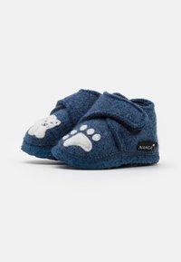 Nanga - POLAR BEAR UNISEX - Slippers - blau - 1