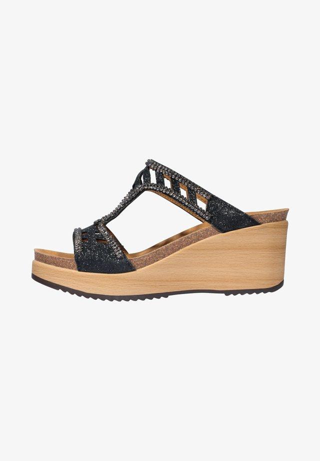 MIT KEILABSATZ ELETTRA - Sandalen met sleehak - black
