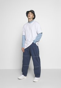 Kickers Classics - DRILL TROUSERS WITH TOPSTITCH - Tygbyxor - navy - 1