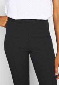 Selected Femme Tall - SLFILUE PINTUCK PANT  - Bukse - black - 3