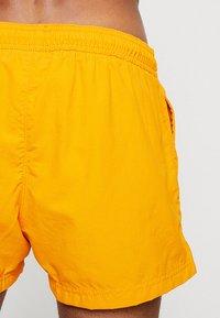 Champion - BEACH - Shorts da mare - orange - 1