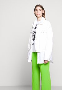 MM6 Maison Margiela - SMART - Kalhoty - green - 3