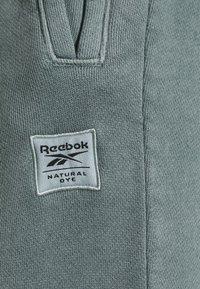 Reebok Classic - CLASSIC NATURAL DYE SEASONAL - Dresside alumine osa - midnight pine - 5