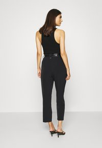 Guess - HOPE HIGH  - Chinos - jet black - 2