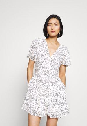 BUTTON THRU PRINT DRIVER - Shirt dress - white dot