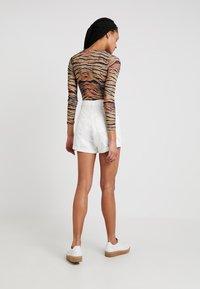 Topshop - ROLL HEM MOM - Denim shorts - white - 2