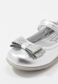 Friboo - Ballerine con cinturino - silver - 2
