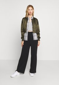 ONLY - ONLJACKIE CROPPED JACKET  - Bomber Jacket - forest night - 1