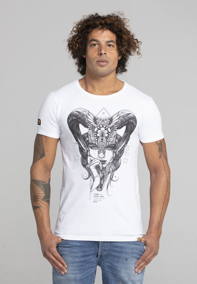 LIMITED TO 360 PIECES - LUCKY DUBZ - FERTILITY - T-SHIRT PRINT - Print T-shirt - white