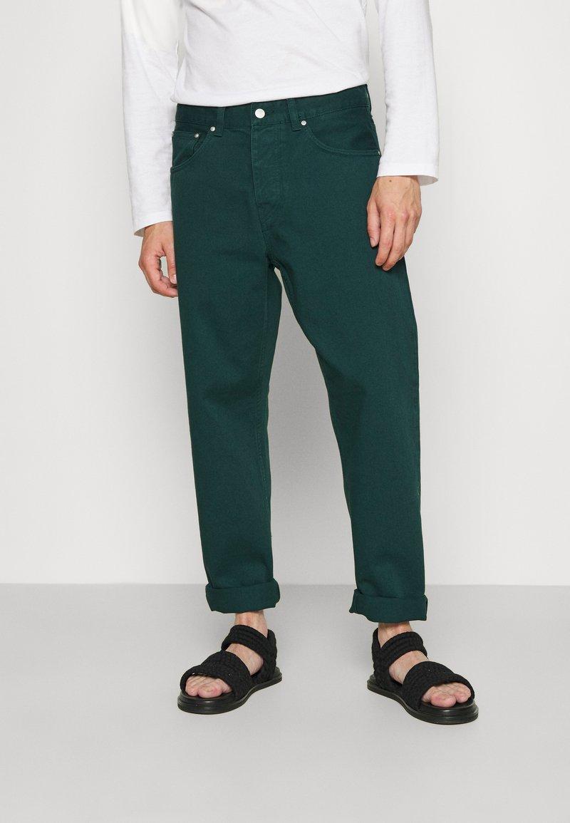 Carhartt WIP - NEWEL PANT ALTOONA - Broek - dark green