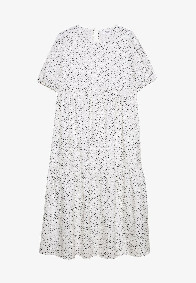SHORT SLEEVE POLKA DOT SMOCK DRESS - Robe d'été - white