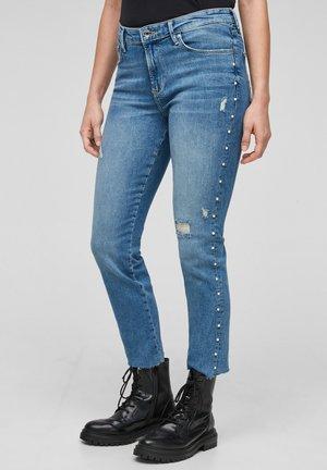 MIT SCHMUCKPERLEN - Slim fit jeans - blue