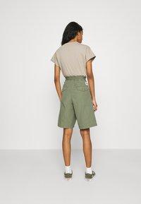Carhartt WIP - DENVER  - Shorts - dollar green - 2