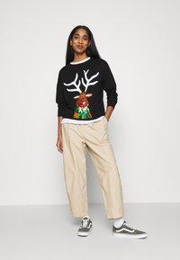 New Look - CHRISTMAS REINDEER SEQUIN JUMPER - Jumper - black - 1