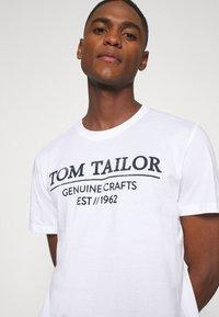 TOM TAILOR - Camiseta estampada - white - 4