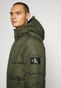 Calvin Klein Jeans - HOODED PUFFER JACKET - Winter jacket - deep depths - 5