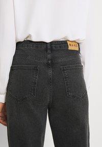 NA-KD - BUTTON CLOSURE - Straight leg jeans - grey - 5