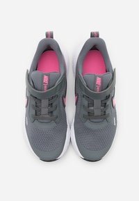 Nike Performance - REVOLUTION 5 - Neutral running shoes - smoke grey/pink glow/photon dust/white - 3